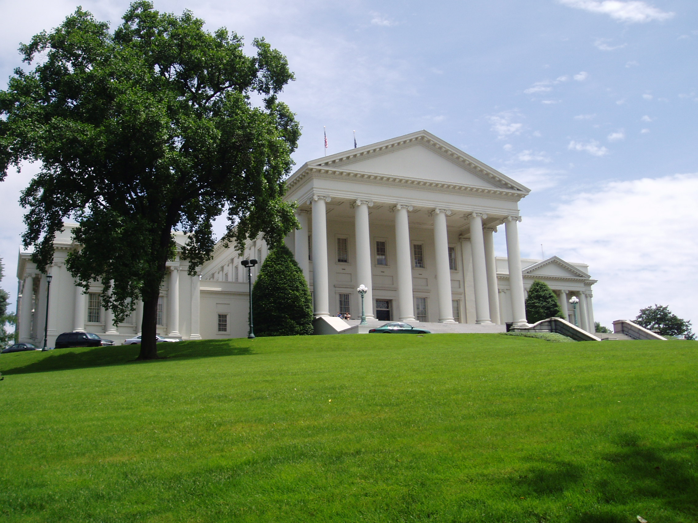 The Top 8 Most Beautiful State Capitol Lawns