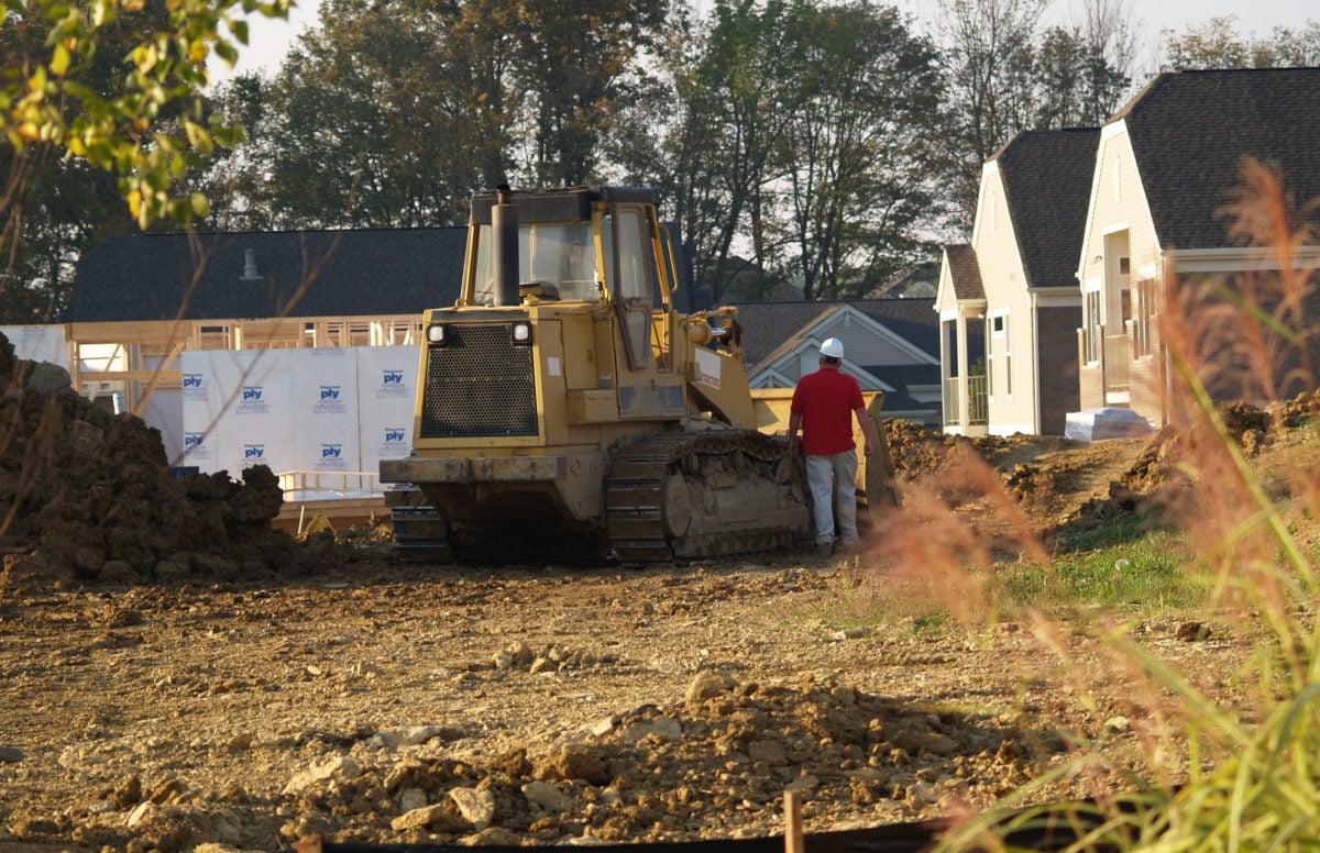 """<span class=""""title"""">Газон, Ландшафтные советы для нового строительства, Дома после ремонта</span>"""